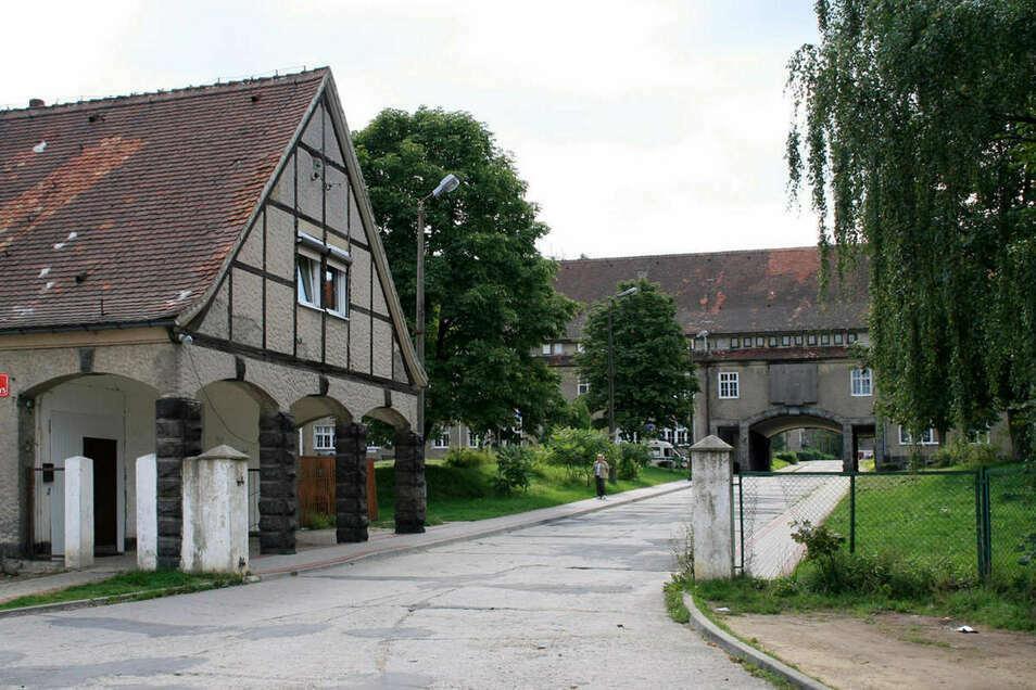 Einfahrt zum Areal der ehemaligen Zittwerke in Sieniawka (Kleinschönau) im heutigen Polen.