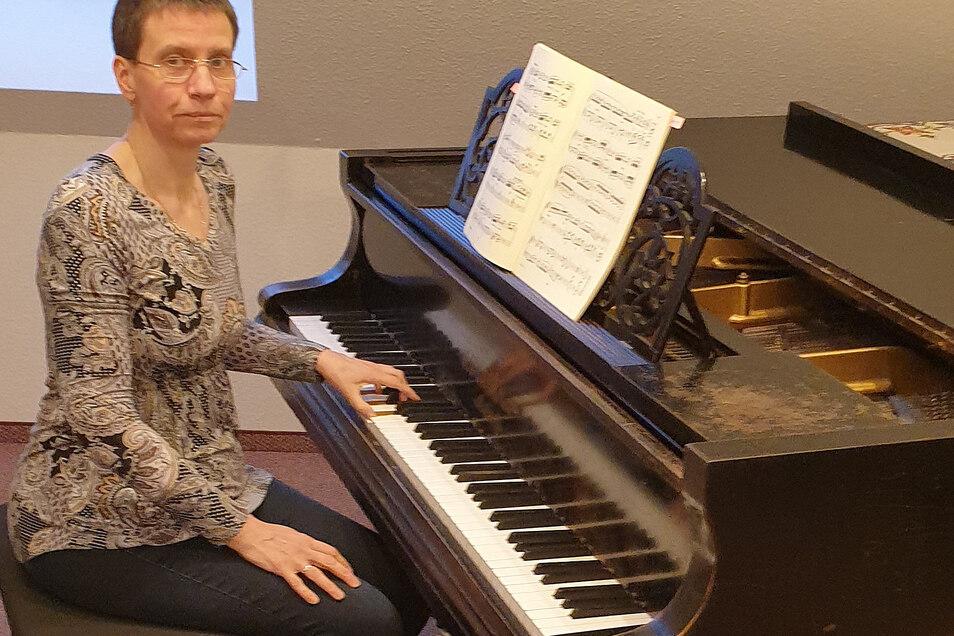 Dorothea Fromm ist als Honorarlehrerin tätig. Weil sie zurzeit nicht in der musikalischen Früherziehung arbeiten kann, fehlen 35 Prozent des Einkommens.