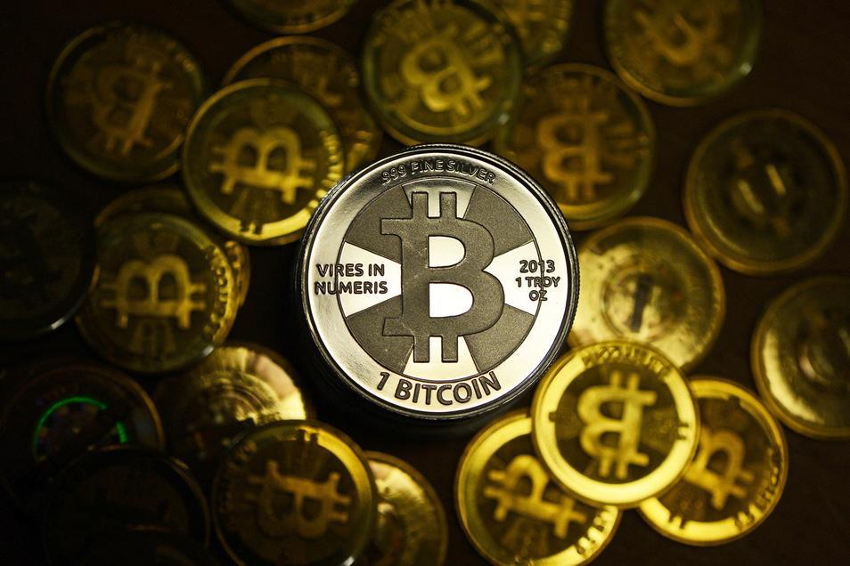 Es gibt eigentlich keine Bitcoins zum Anfassen. Wäre diese digitale Währung als Münzen erhältlich, würden sie vielleicht so aussehen. Insgesamt ist Bitcoin auf etwa 21 Millionen Stück begrenzt. Knapp 19 Millionen davon existieren bereits.