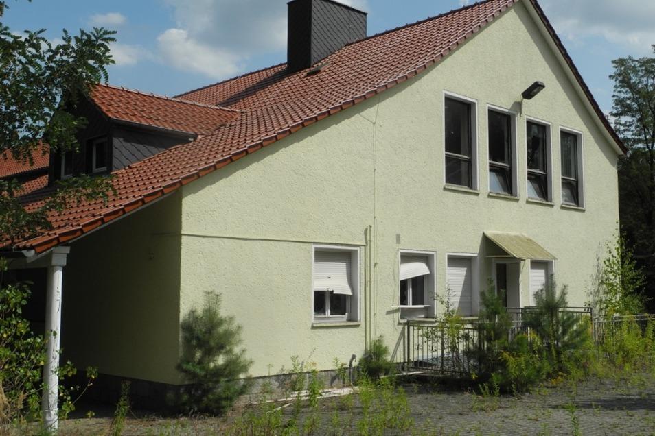 Die ehemalige Schule in Weißkollm befindet sich seit Jahren in einer Art Dornröschenschlaf. Nun wird sie erweckt.
