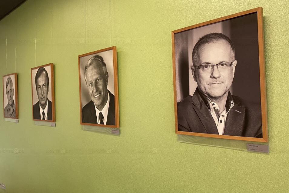 Nun wurde die Galerie im Sitzungssaal des Neuen Rathaus erweitert.