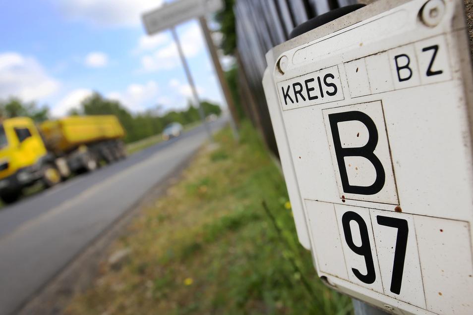 Tausende Autos sind täglich auf der Bundesstraße 97 in Ottendorf unterwegs. Anwohner hoffen seit Langem auf eine Umgehungsstraße.