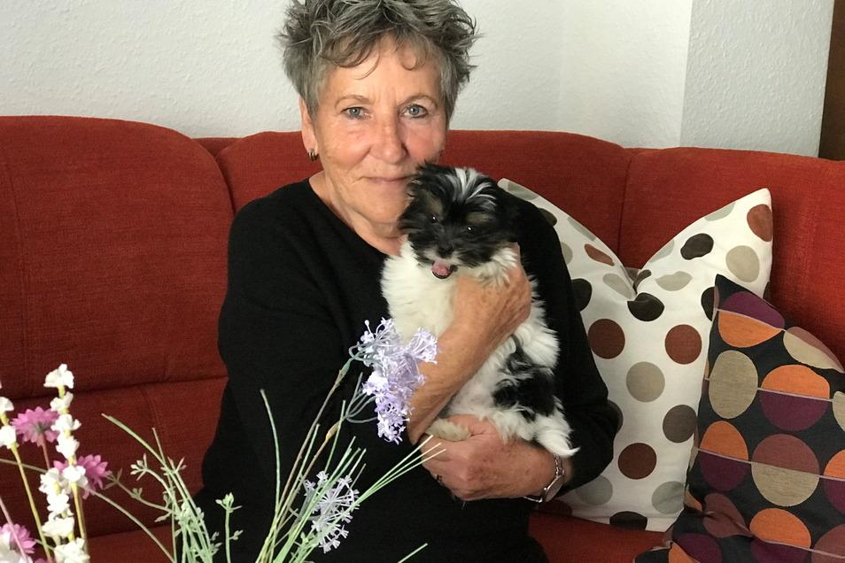 Bella hat das Herz von Rita Iffland erobert. Der zehn Wochen alte Welpe ist jetzt bei ihr und ihrem Mann eingezogen.
