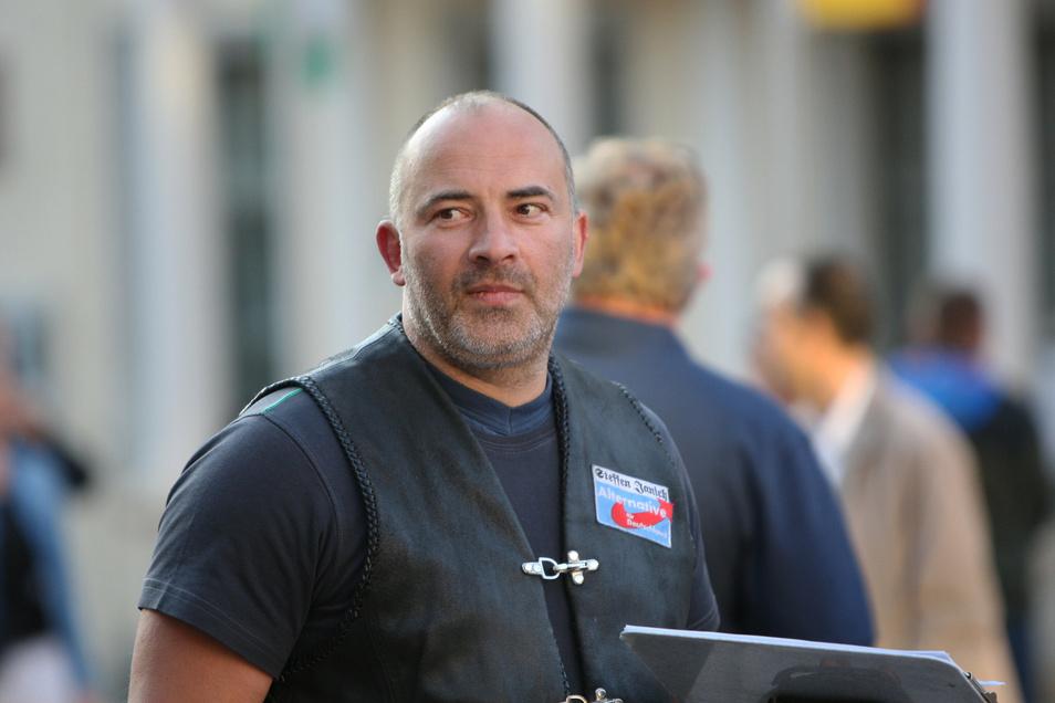 Polizist Steffen Janich hat Ärger mit der Polizei.