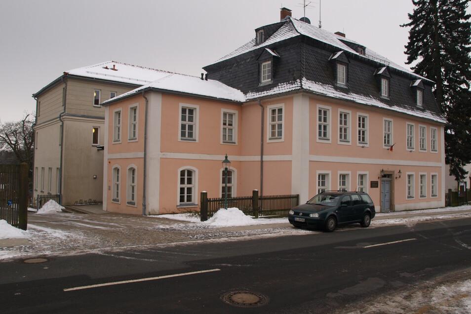 Das Gästehaus der Brüder-Unität - das Komensky - will Photovoltaik nutzen, um gerade im Winter, wie hier im Bild, umweltfreundlich zu heizen. Darf es das?