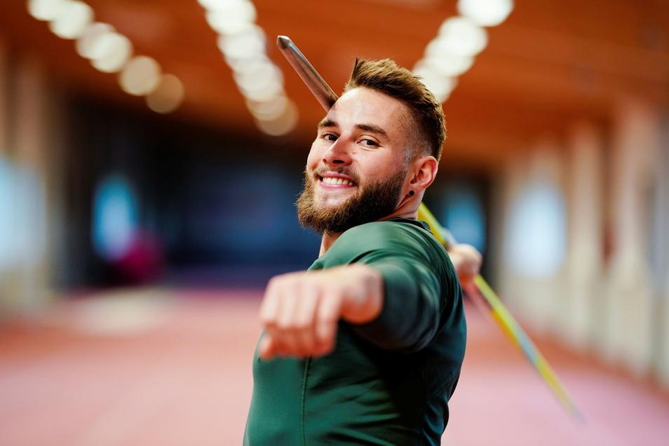 Speerwerfer Johannes Vetter posierte Anfang Mai nach einem Training in der Offenbacher Rüdiger-Hurrle-Leichtathletikhalle. In Ostrau stellte der gebürtige Dresdner nun sein Können unter Beweis.