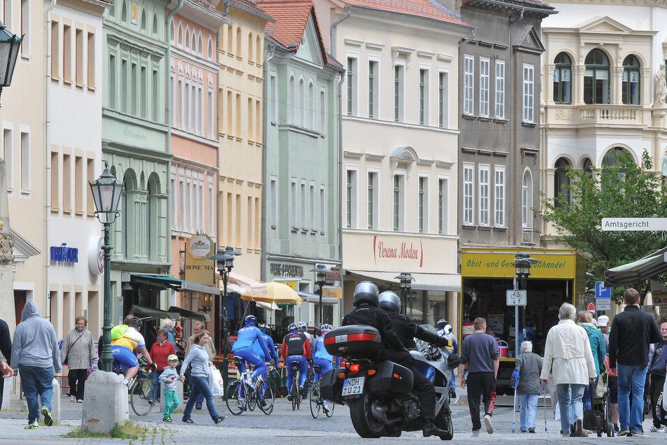 Ein Blick in Löbaus Einkaufsmeile - die Bahnhofstraße.