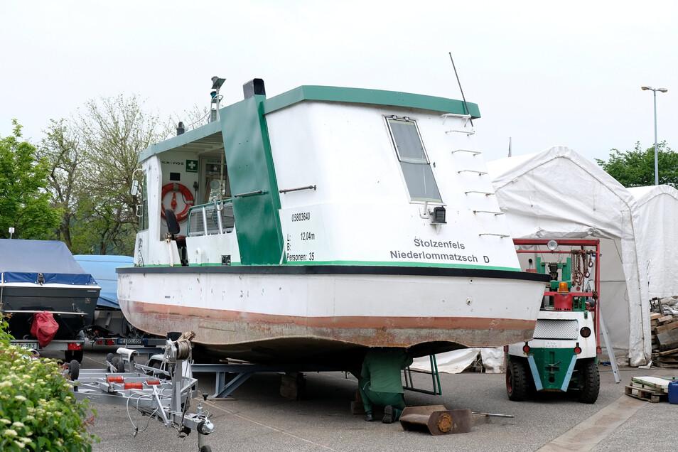 """Auf Trockendock: Die Fähre """"Stolzenfels"""" muss länger in der Werft bleiben als geplant."""
