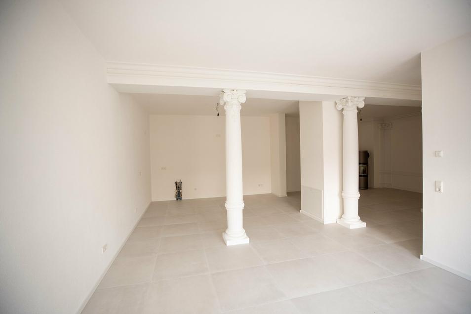Die Säulen, die einst die Saaldecke trugen, dienen auch heute noch einer sicheren Statik und wurden in die Wohnungen integriert.