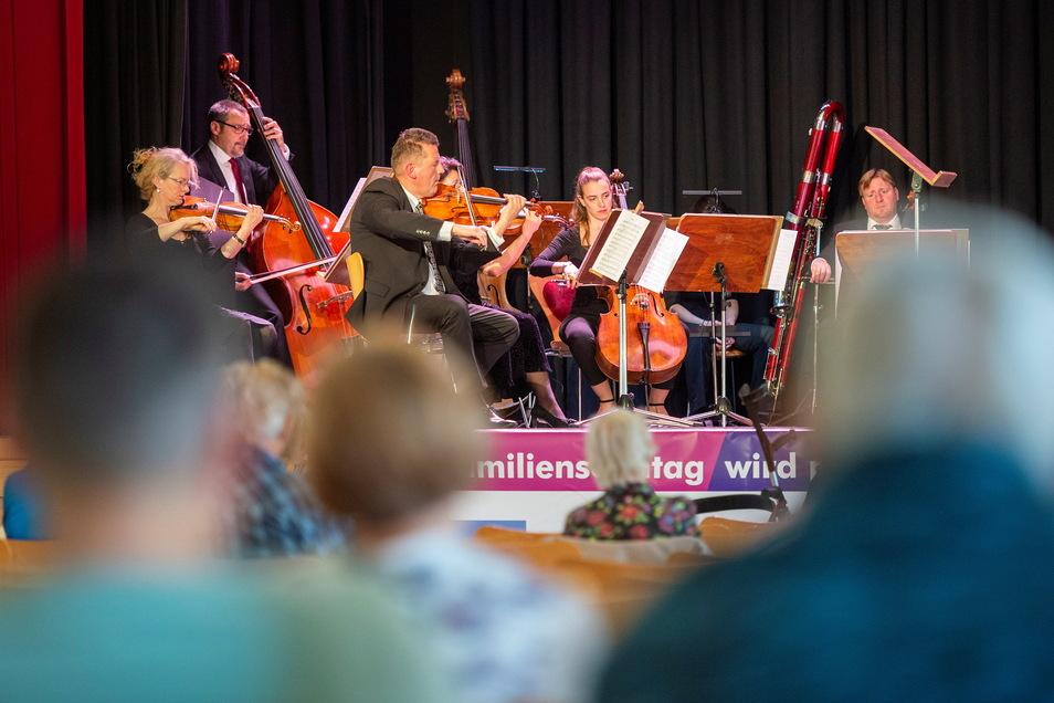 Zum Auftakt des Familientages des Coswiger Kultursommers gab es ein Familienkonzert mit Trompete und Orchester.