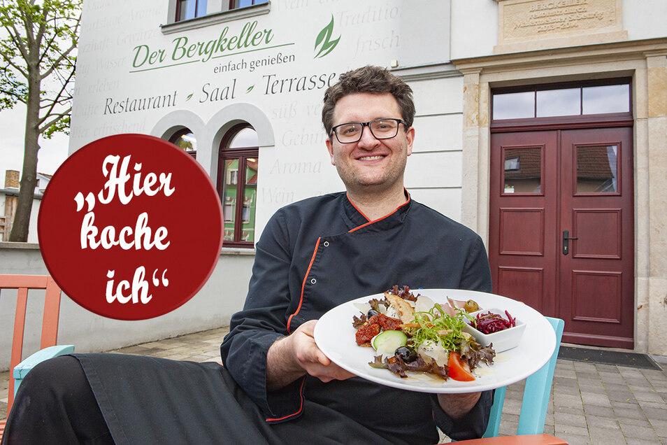 """Zum Muttertag bietet """"Bergkeller""""-Chef Stephan Seurig ein Special an: einen Antipasti-Teller mit Lachs, Schinken, Tomaten, Avocado, Rote-Beete-Salat und verschiedenen Antipasti (u. a. Oliven, eingelegte gefüllte Champignons, getrocknete Tomaten)."""
