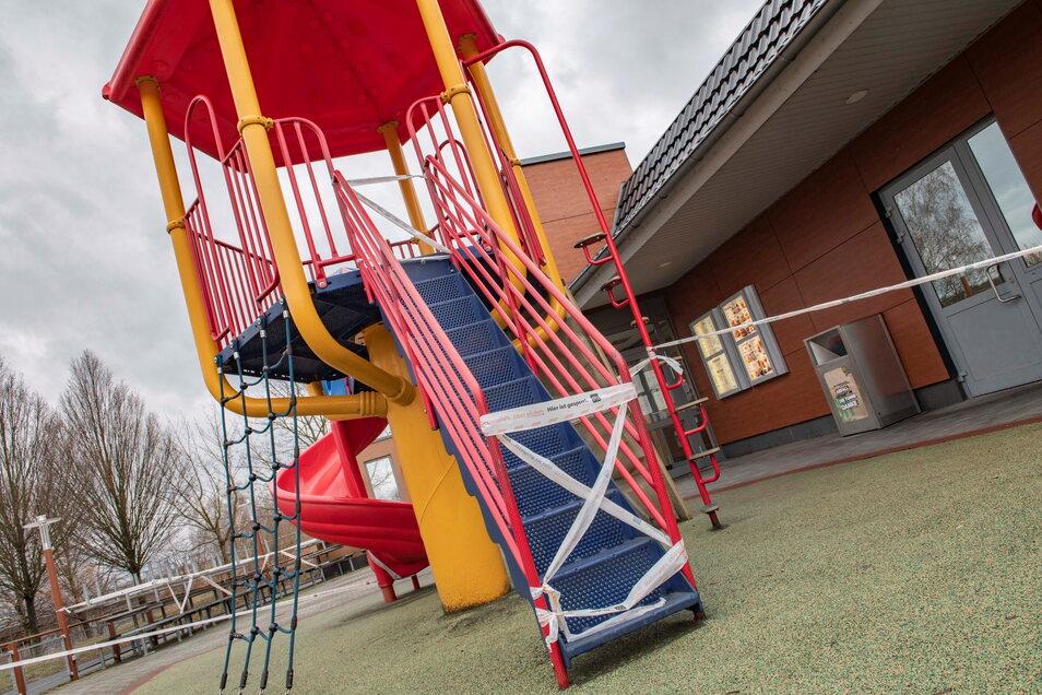 Auch der Kinderbereich vor McDonalds darf leider derzeit nicht genutzt werden.