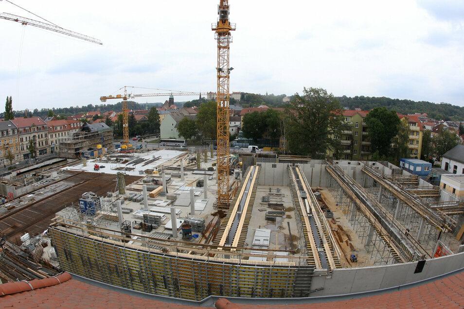 Scheunenhofcenter: Blick im Oktober 2018 von der Hospitalstraße über die Baustelle.