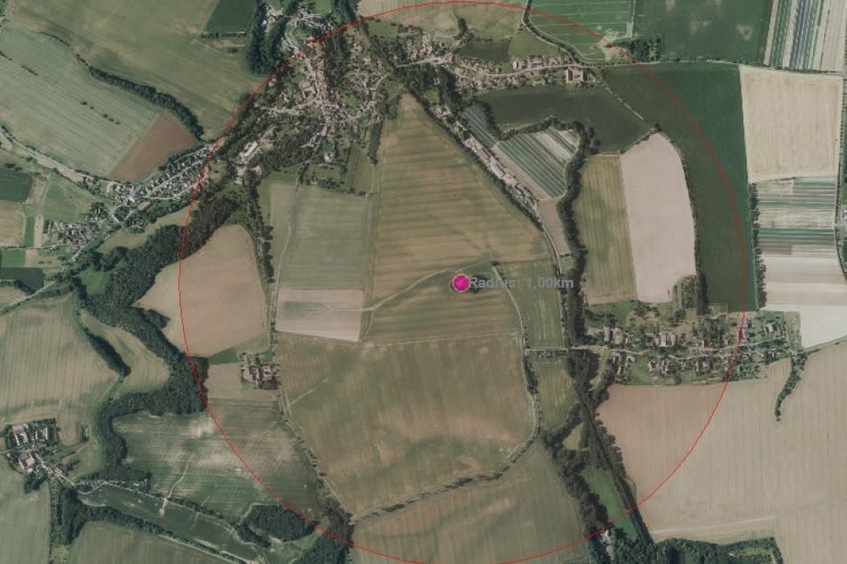 Nach dem Fund einer 2,5-Zentner-Brandbombe aus dem Weltkrieg am Donnerstag müssen an diesem Freitag innerhalb des abgebildeten Radius große Teile der Ortschaften Eulitz und Leuben evakuiert werden.