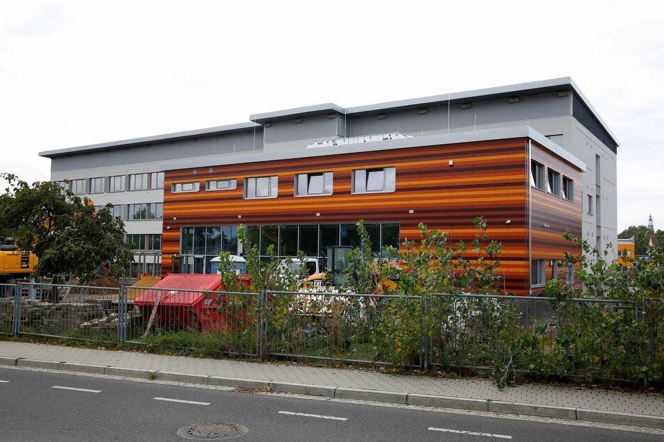 """Die 2. Oberschule Kamenz bekommt nach der Sanierung den neuen Namen """"Oberschule an der Elsteraue Kamenz"""". Das beschloss jetzt der Kreistag."""