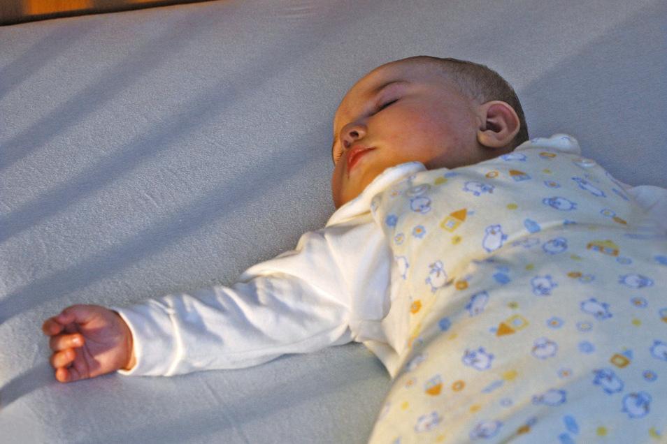 So schläft das Baby sicher | Sächsische.de