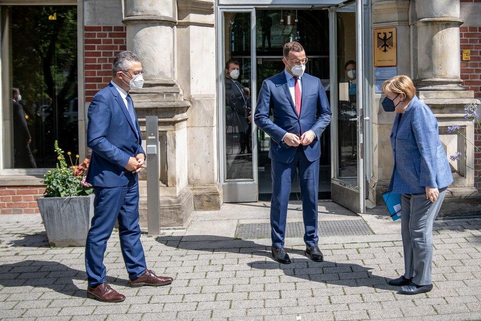 Bundeskanzlerin Angela Merkel besuchte am Dienstag das Robert Koch-Institut.