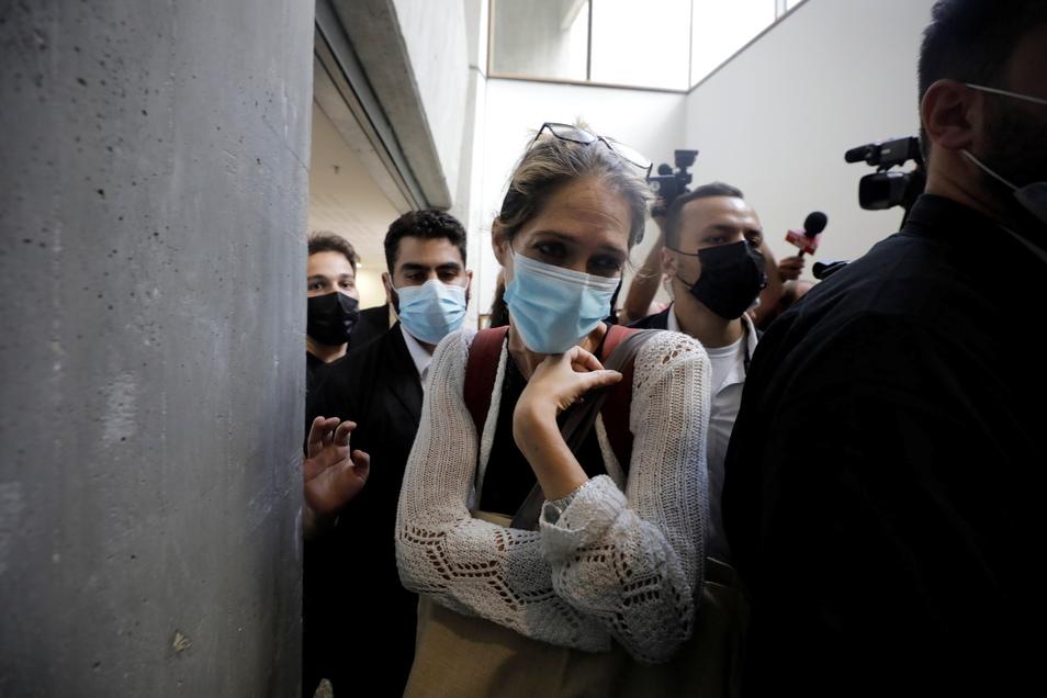 Aya Biran, Tante väterlicherseits von Eitan Biran, der ein Seilbahnunglück in Italien überlebte, bei dem seine Angehörigen ums Leben kamen, verlässt nach einer Anhörung im Fall der angeblichen Entführung ihres Neffen das Gericht in Tel Aviv.