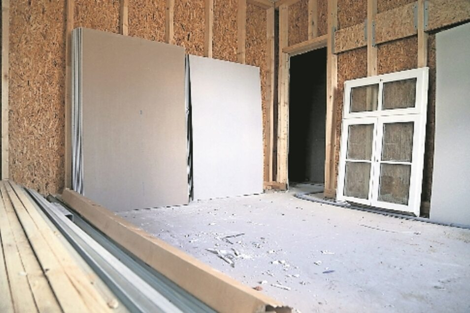 Das Innere ist eine Mischung aus Moderne und Denkmalschutz: Die Holzfenster zum Beispiel sind handgefertigt.