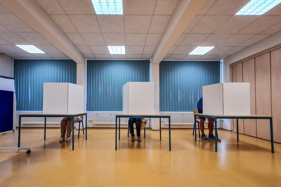 Stimmenabgabe zur Bundestagswahl im Wahllokal in der Oberschule Waldheim.
