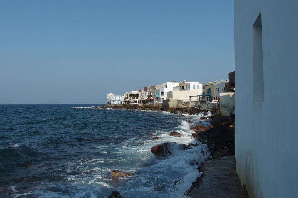 Blick auf den Ort Mandraki auf der Insel Nisyros. Unweit des kleinen Eilandes ereignete sich ein Seebeben.