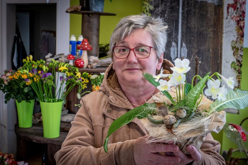 """Zum Geburtstag hat Andrea Rechel aus Hartha die Blumen verschenkt, die sie im Geschäft """"JaCo´s Blatt und Blüte"""" in Hartha ausgesucht hat."""