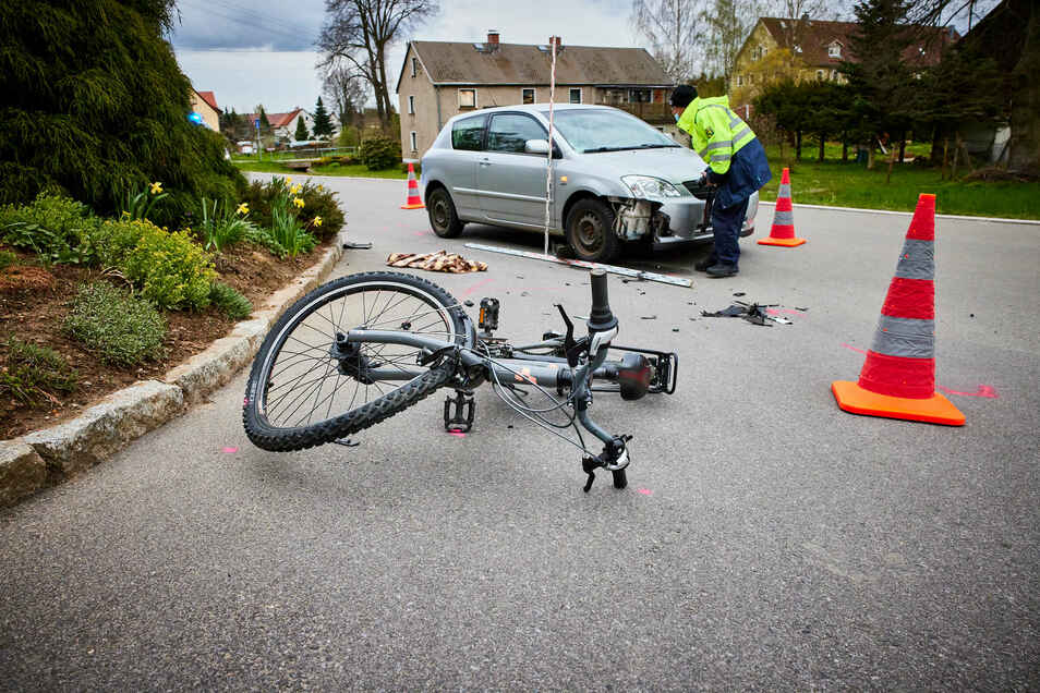 An dieser Stelle prallte die junge Radfahrerin in das Auto.