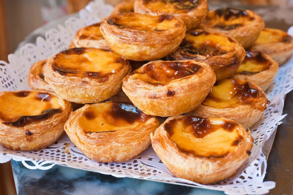Kleine süße Sünde: Pastel de Belém sind mit Pudding gefüllte Blätterteigtörtchen.