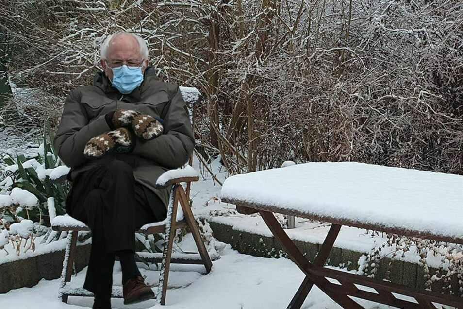 Sanders in einem Markersdorfer Garten. Übel scheint er die vielen kleinen Scherze nicht zu nehmen.