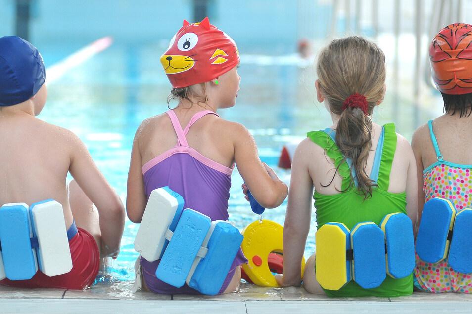 Diese Kinder hatten Glück. Ihre Eltern haben einen Kurs gefunden, in dem sie frühzeitig schwimmen lernen. Vor allem auf dem Land ist das ein Problem.