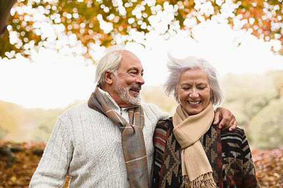 Auch im Winter sollte man trotz schlechtem Wetter ins Freie gehen. Es hilft nicht nur gegen eine miese Stimmung, sondern stärkt auch das Immunsystem.