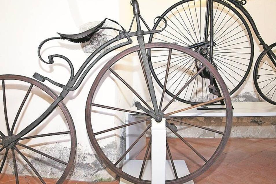 Auch alte Fahrräder sind in der Ausstellung zu sehen.