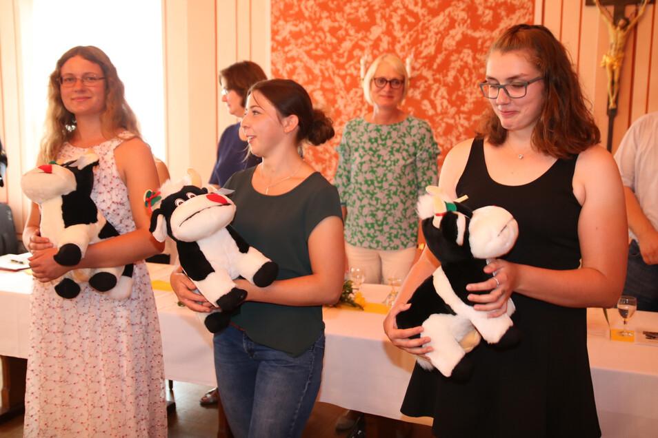 Katja Richter (l.), Henriette Bitterlich (Mitte) und Johanna-Martha Döring gehörten zu den Besten aus dem Landkreis des Jahrgangs unter den Studenten und Auszubildenden in landwirtschaftlichen Berufen.