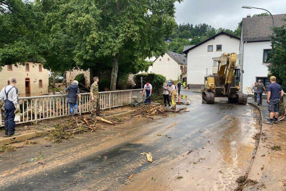 Gerolstein-Müllenborn direkt nach den letzten starken Regenfällen - die Malteser spendeten für die betroffene Gemeinde.