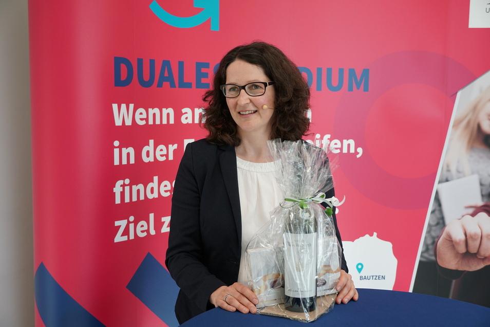Professorin Katja Soyez leitet den Studiengang BWL-Dienstleistungsmanagement, der jetzt Grund zum Feiern hatte.