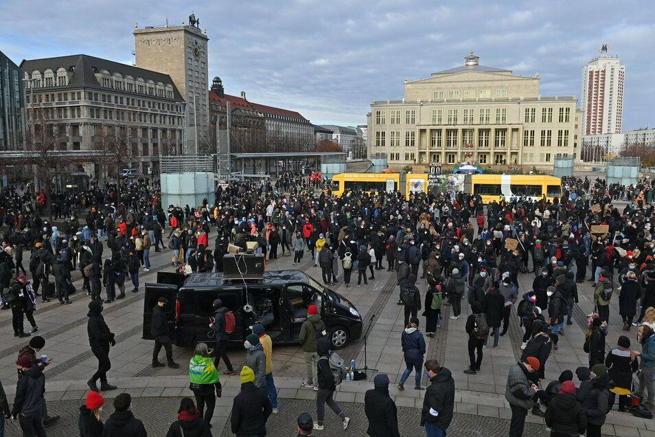 """Das Aktionsnetzwerk """"Leipzig nimmt Platz"""" lud zum Gegenprotest."""