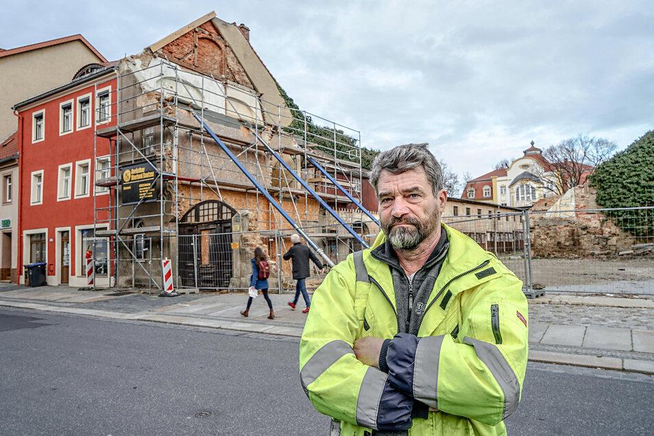 """René Kieschnick ist Vorarbeiter bei der Firma Baucom und verantwortlich für das Projekt """"Zentrum-Garagen"""" in der Töpferstraße in Bautzen."""