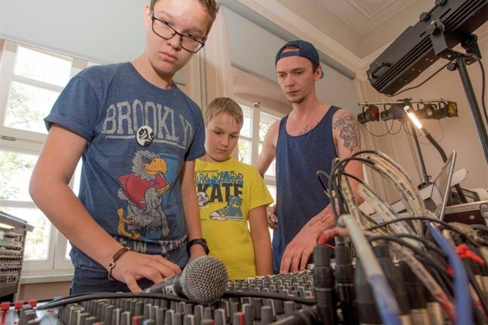 """Das """"Ten Sing Sachsen School Project"""" vereint derzeit musikbegeisterte junge Leute aus der Region. Mit dabei sind 22 Kamenzer Oberschüler, die dafür vom Unterricht freigestellt wurden, sowie ältere Ten Singer aus ganz Sachsen, die in der Lessingstadt Erfahrungen und Tipps weitergeben wollen."""