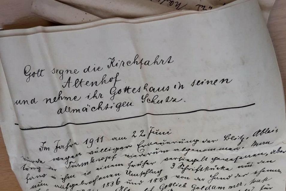In der bisherigen Turmkugel sind neben Geldstücken ebenso Texte gefunden worden, die aus den Jahren 1858 und 1911 stammen. Auch in diesen Jahren wurde an St. Ägidien gebaut.