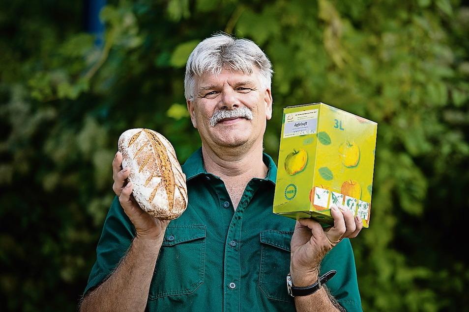 Gerd Hummitzsch engagiert sich im Landschaftspflegeverband unter anderem für Streuobstwiesen. Die Nutzung der Früchte ist ihm wichtig. Darum verarbeitet er diese seit Jahren zu Saft. Mit seiner Mosterei Oberlausitzer Saftquell vermarktet er die Produkte.