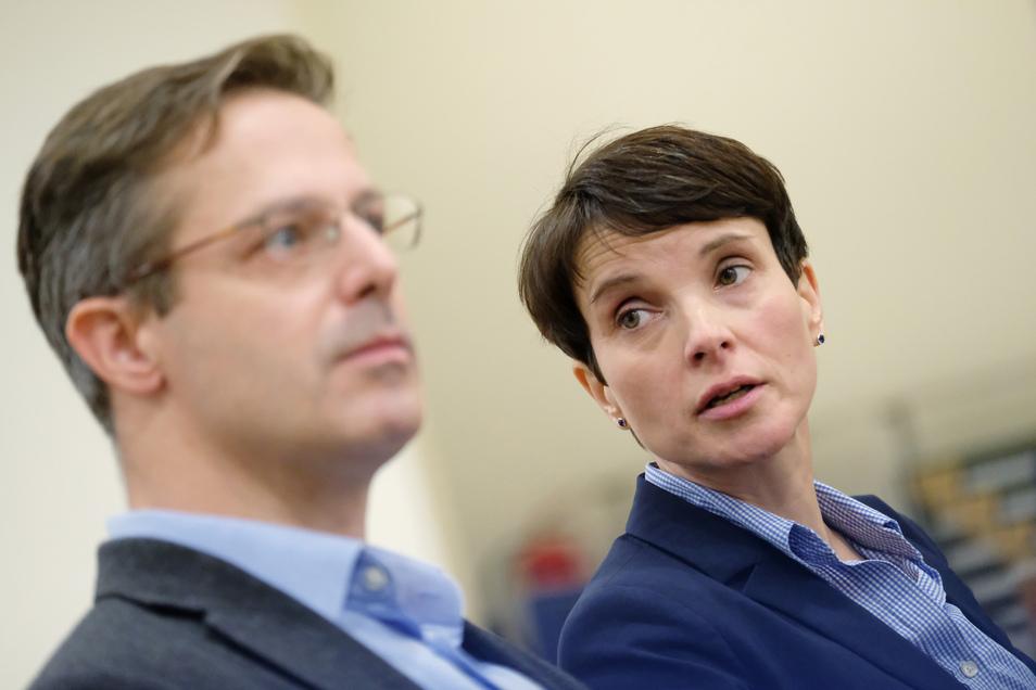 Frauke Petry und Marcus Pretzell im Amtsgericht Leipzig.