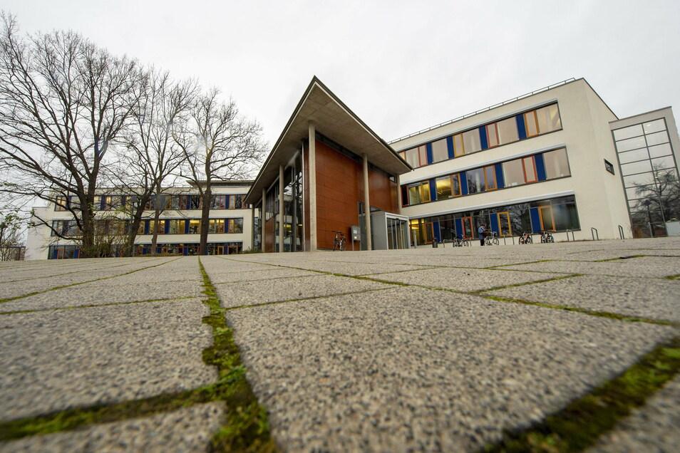 Das Rathaus in Coswig - die Stadtverwaltung teilte jetzt mit, wie mit den Elternbeiträgen für Kitas und Schulen weiter verfahren wird.