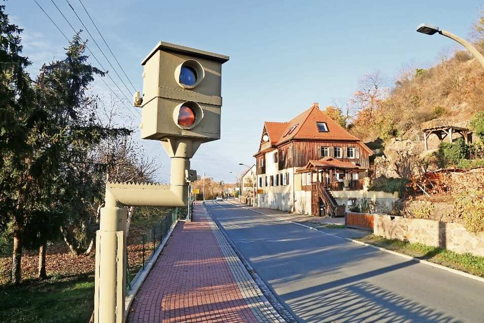 """Der Starenkasten in Diesbar-Seußlitz an der S 88 wird vom Landratsamt betrieben – er gehört zu den """"erfolgreichsten"""" im Altkreis Riesa."""