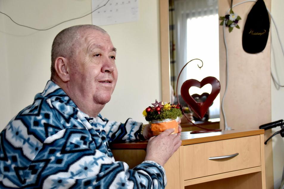 """Einsam, und doch nicht allein: Dieter Kasper lebt seit zwölf Jahren in der Seniorenresidenz """"Bürgerwiese"""" in Dresden."""
