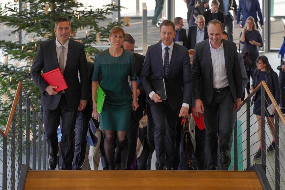 Die Parteispitzen bei der Unterzeichnung des Koalitionsvertrages. Für alle Wünsche wird das Geld kaum reichen - doch wo sollen die Abstriche gemacht werden?