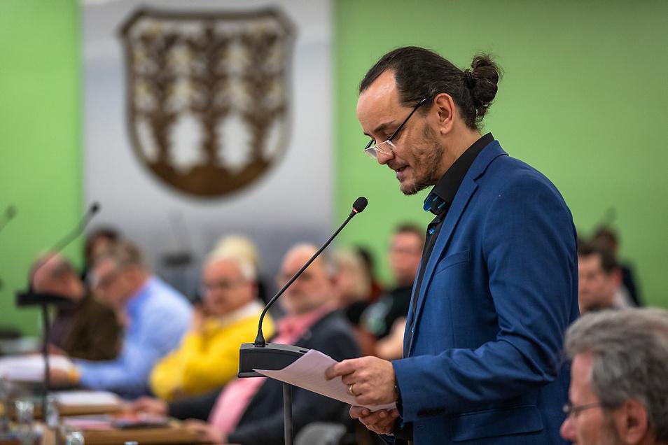 Marco Gbureck (hier während der Stadtratssitzung im Februar) ist AfD-Oberbürgermeister-Kandidat und künftig auch Aufsichtsrat beim Seenlandklinikum.