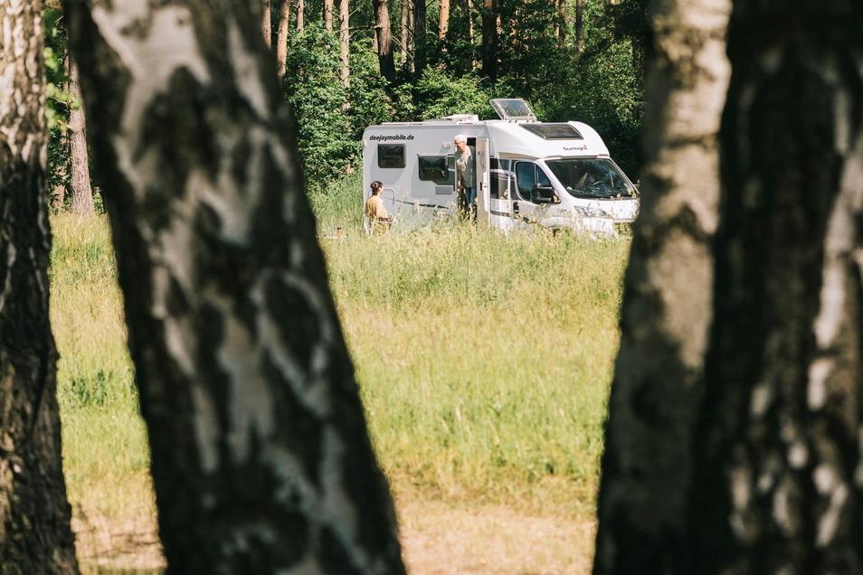 Über Land in Brandenburg: Reporter Andreas Austilat und seine Frau unterwegs im gemieteten Wohnmobil.