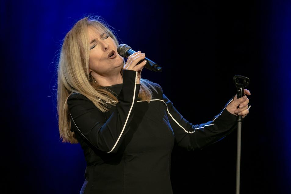 Gibt alles: Die Sängerin Veronika Fischer hat am 29. November ihr 50. Bühnenjubiläum im Theater Meißen gefeiert.