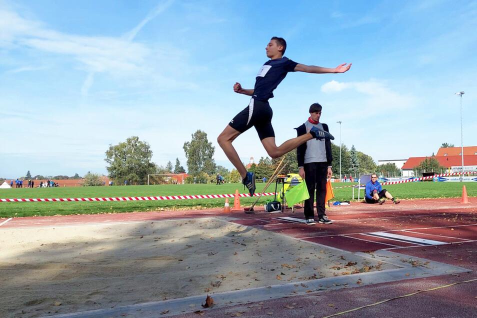 Weitspringer Jannes König schaffte fast die sechs Meter: 5,96 m.