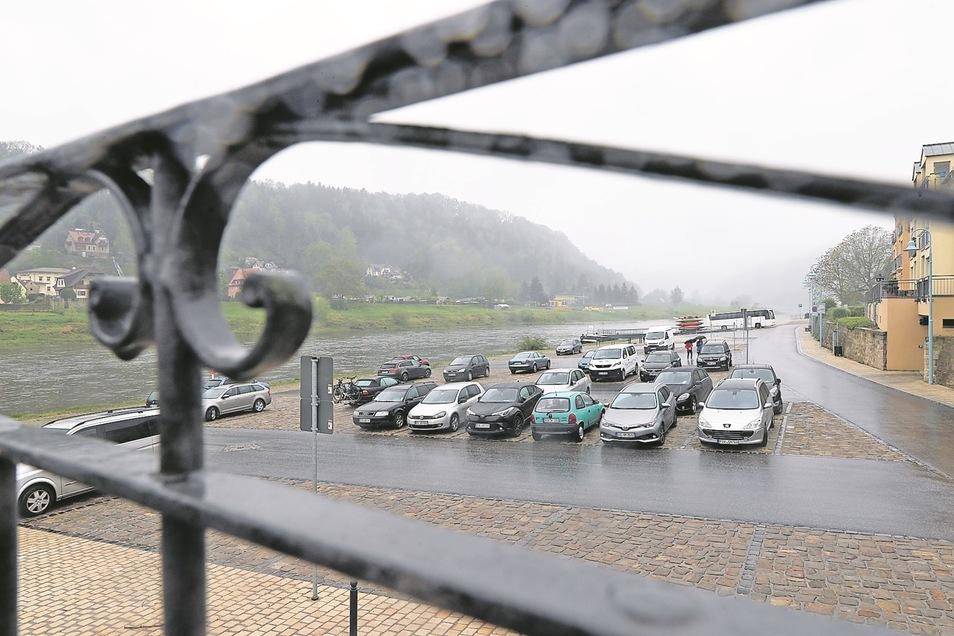Der Elbeparkplatz in Stadt Wehlen wurde nach dem letzten Hochwasser 2013 für rund 1 3 Millionen Euro grundhaft erneuert.